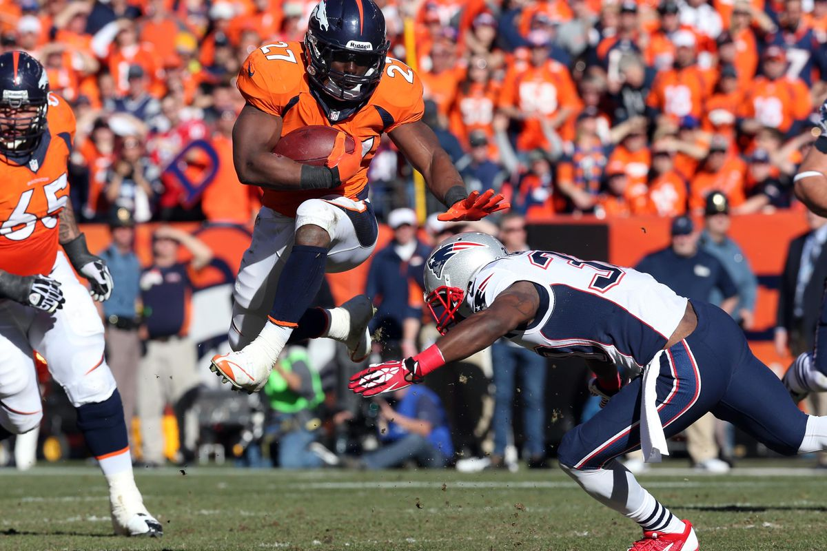 Knowshon Moreno provides assistance in Miami's 2014 running game immediately.