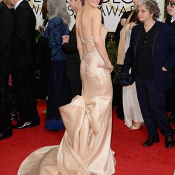 <i>Breaking Bad</i>'s Anna Gunn gives good train in a gold number by Donna Karan Atelier.
