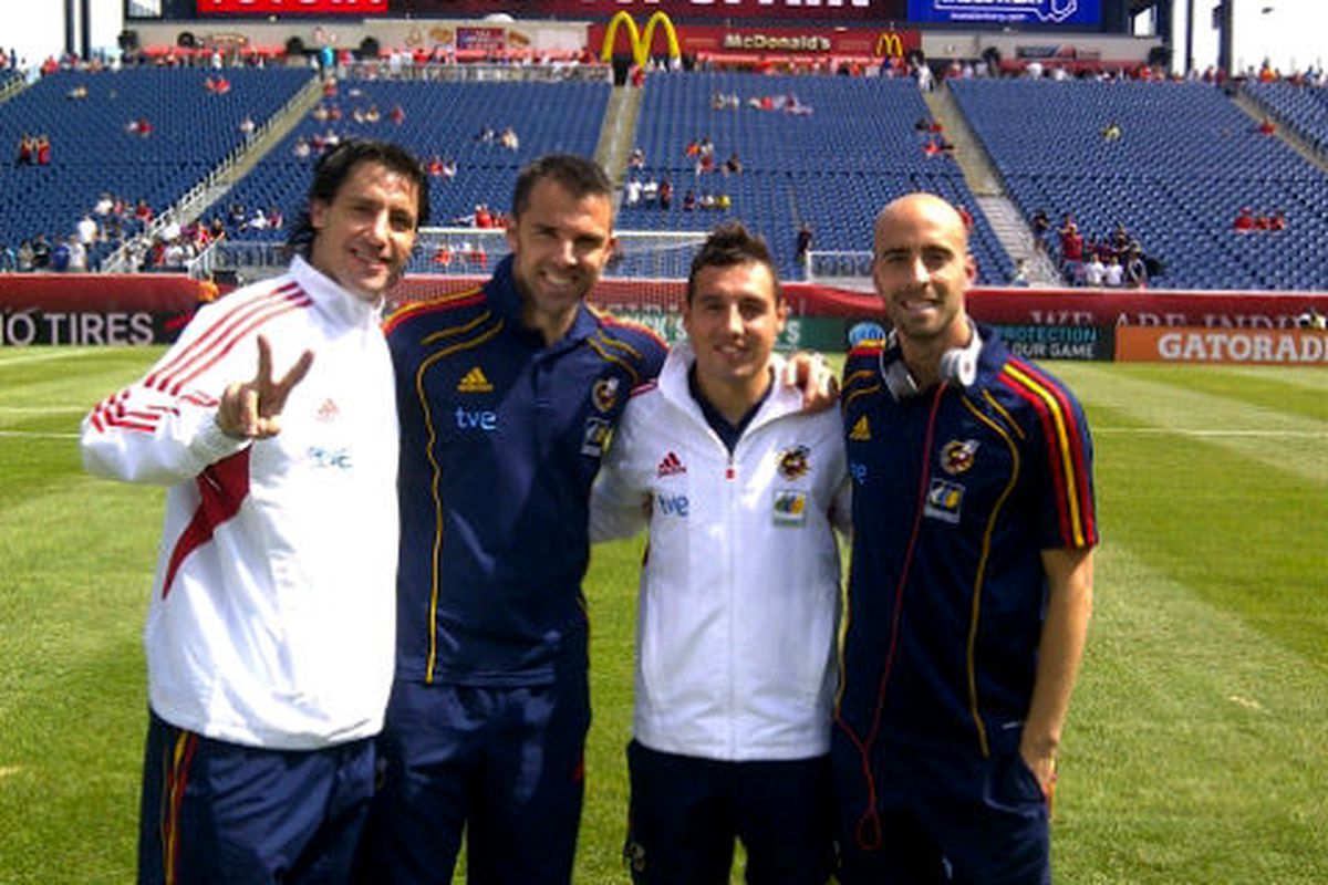 Bruno was still getting ready, but the other four came out early and had this picture taken!  Borja sent it via twitter after the game.