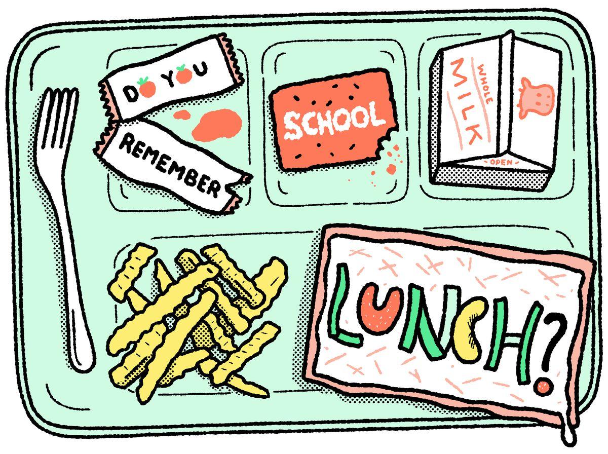 Un plateau d'aliments pour le déjeuner, y compris une pizza carrée, du lait et des frites ondulées: vous vous souvenez du déjeuner à l'école?