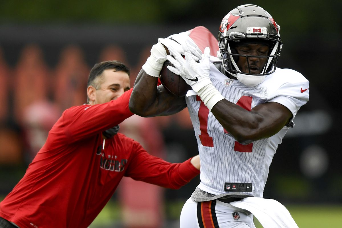 Chris Godwin #14 of the Tampa Bay Buccaneers makes a reception during training camp at AdventHealth Training Center on August 30, 2020 in Tampa, Florida.