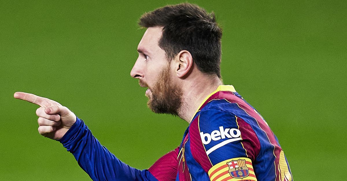 Messi makes classy gesture to Elche goalkeeper after Barcelona win - Barca Blaugranes