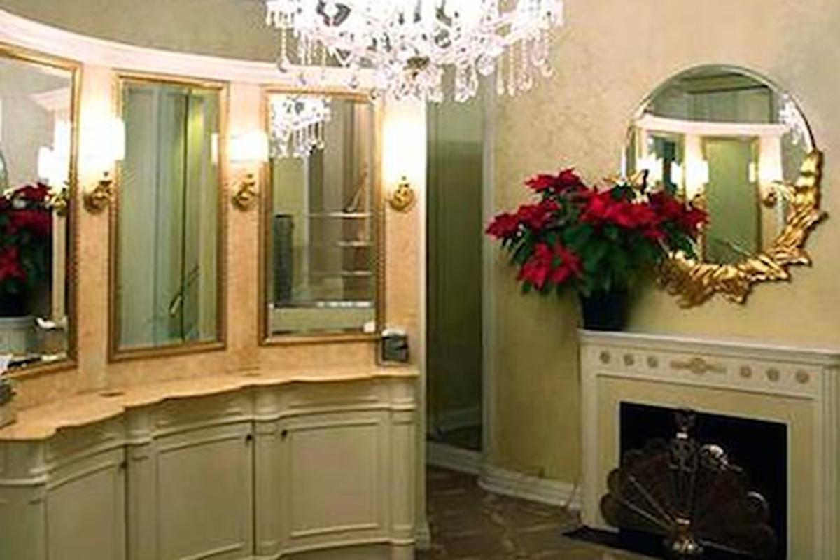 The lobby bathroom at the Waldorf Astoria