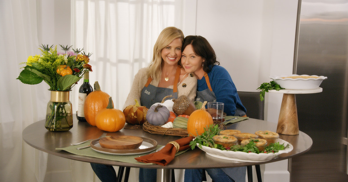 Sarah Michelle Gellar and Shannen Doherty Cook Virtual Thanksgiving Together