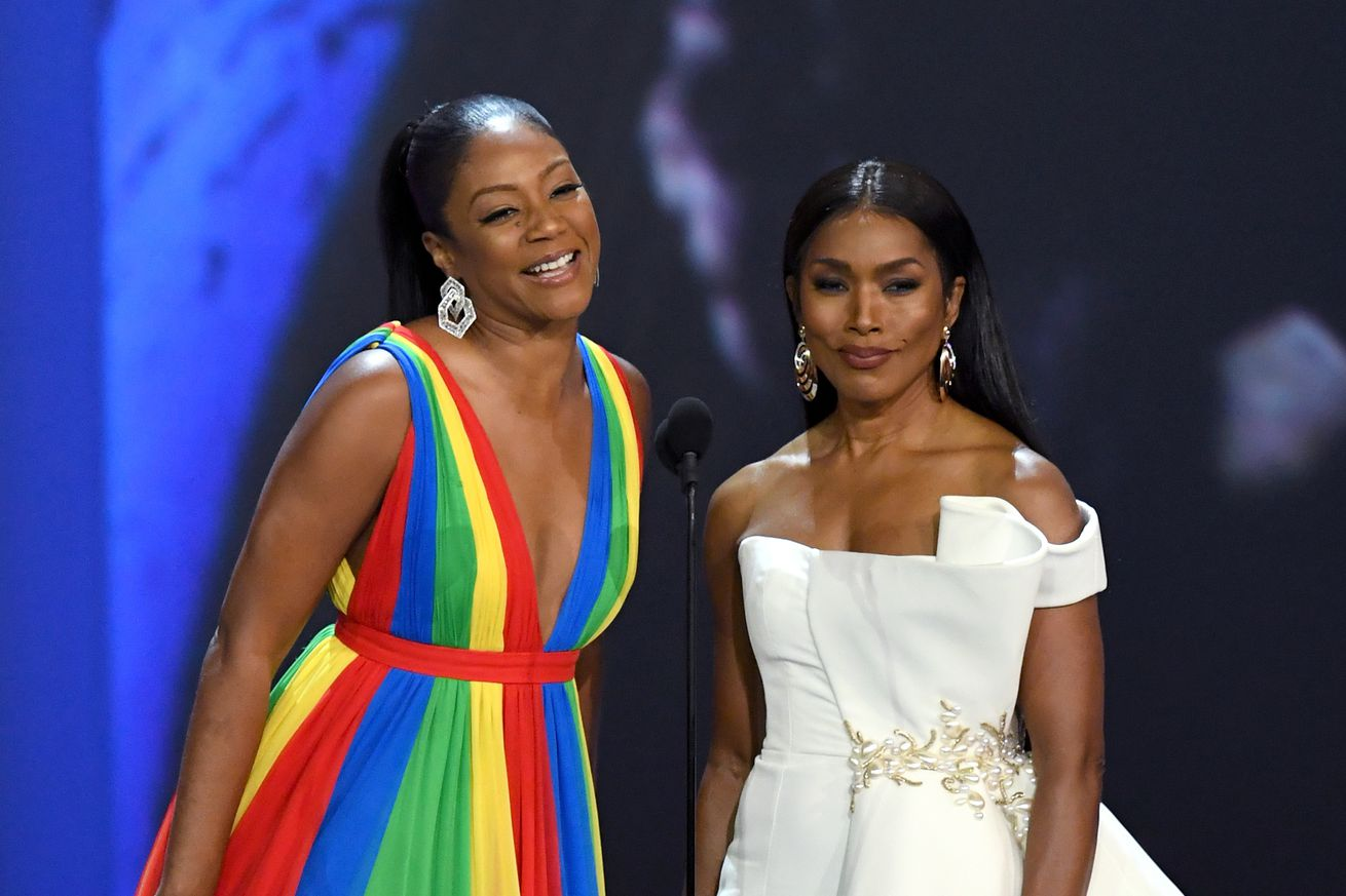 the 2018 emmys broke diversity records quietly with no one watching