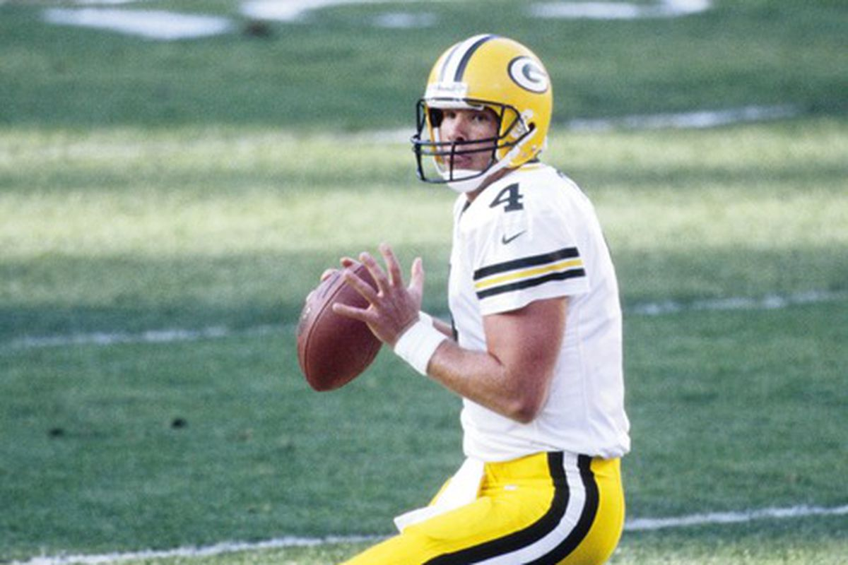 reputable site ce5c8 60c98 Packers Plan to Retire Brett Favre's Jersey, Induct Him into ...