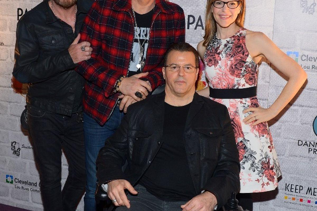 Billy Duffy, Matt Sorum, Lisa Loeb and Kerry Simon.
