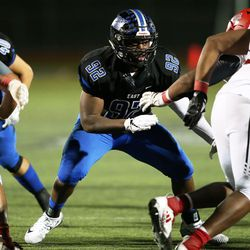 Lincoln-Way East's Dylan Shelton (92). Allen Cunningham/For the Sun-Times.
