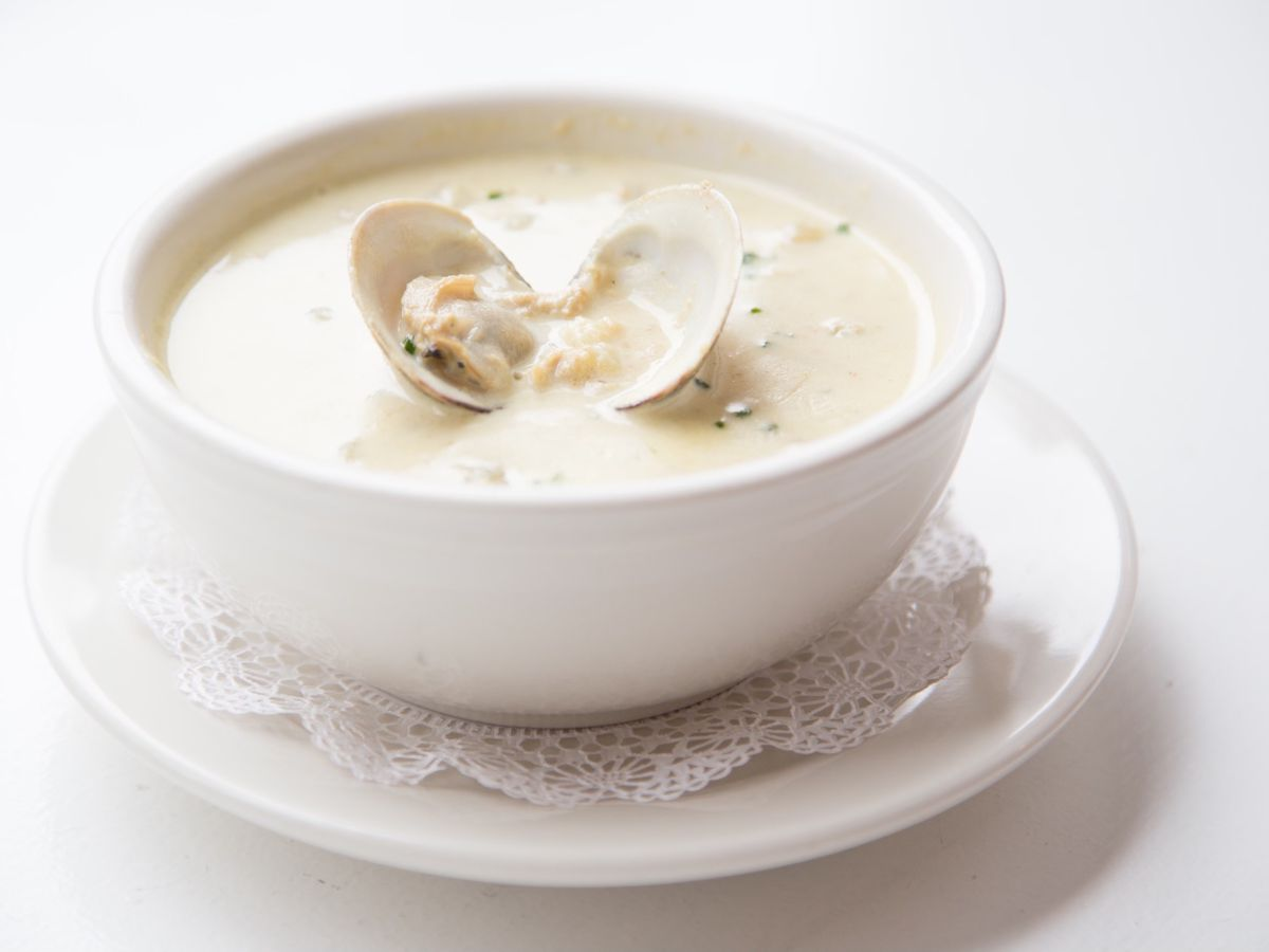 A whiteish clam chowder at the restaurant Ed's Lobster bar