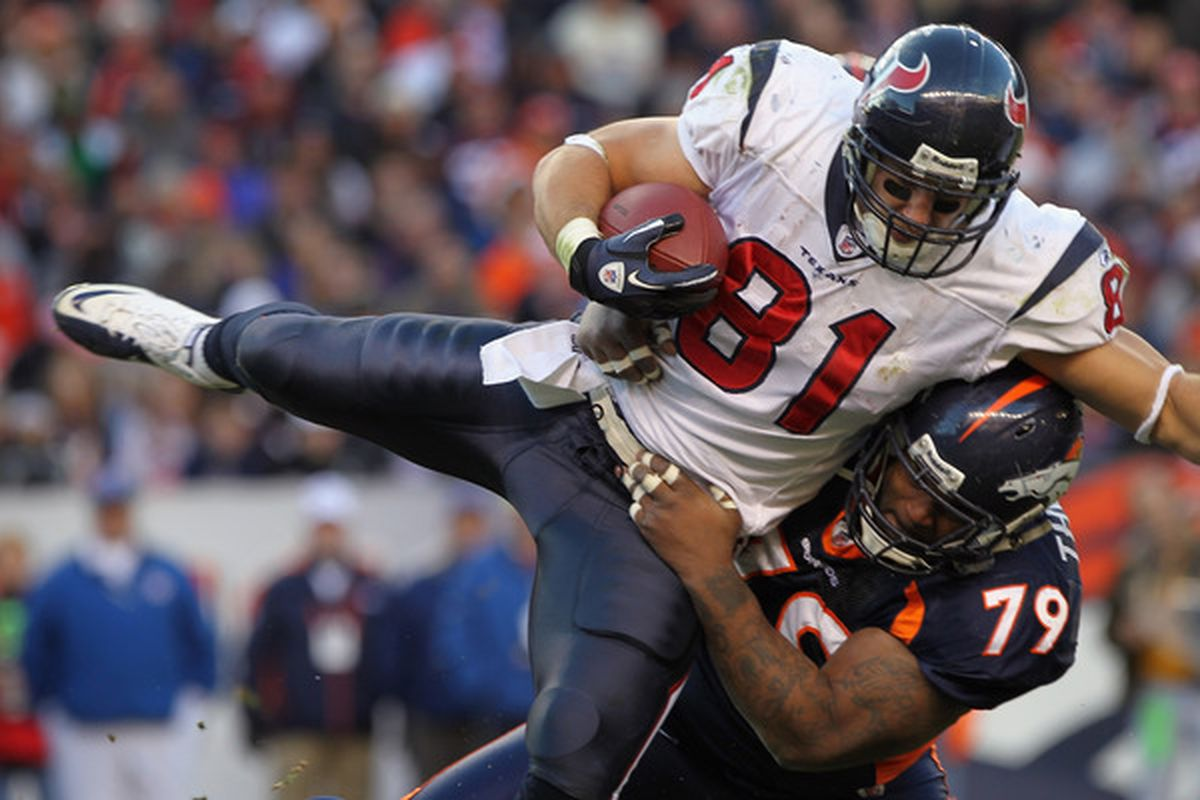 Owen Daniels signed a four-year, 22 million dollar deal to remain in Houston.  (Photo by Doug Pensinger/Getty Images)