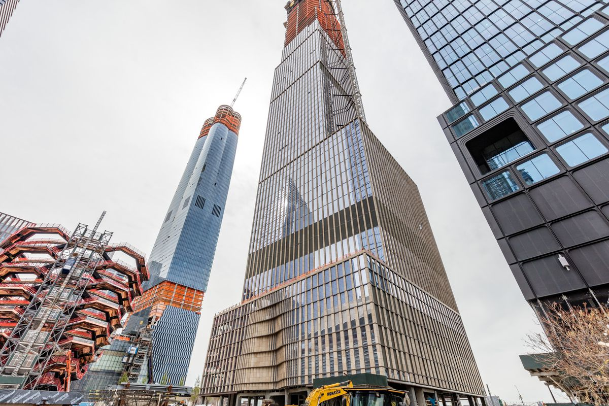 Hudson Yards's 1,009-foot residential tower tops out
