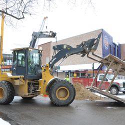 Brace being delivered to reinforce the excavation on Waveland