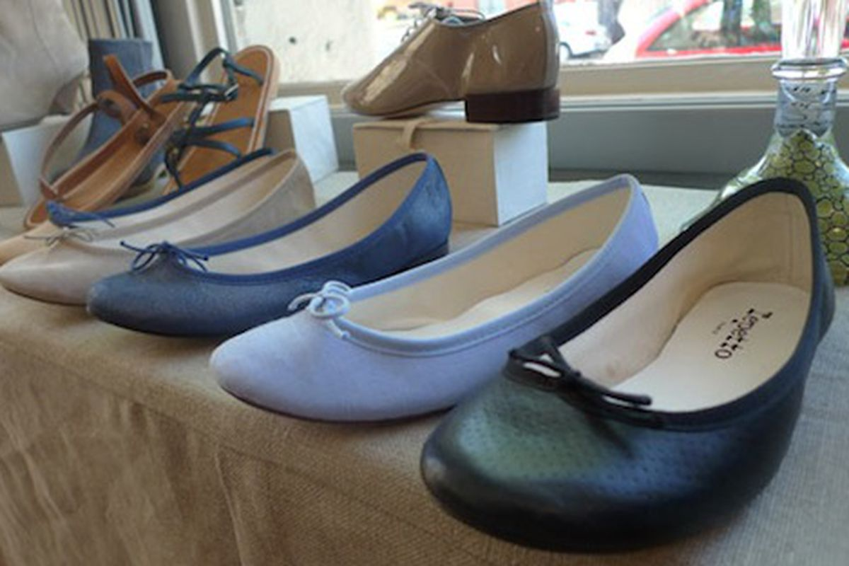 """Just *looking* at these shoes makes us feel effortlessly chic. Image via <a href=""""http://mondette.com/blackburnandsweetzer/2010/05/04/shops-lake-boutique-now-on-silver-lake-boulevard/"""">Mondette</a>"""
