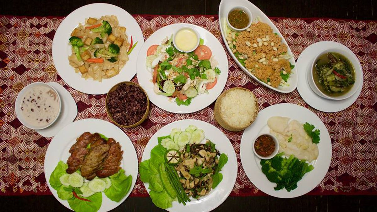 New Food Delivery Startup Brings Refugee Stories Into Your Home - Cuisine laotienne
