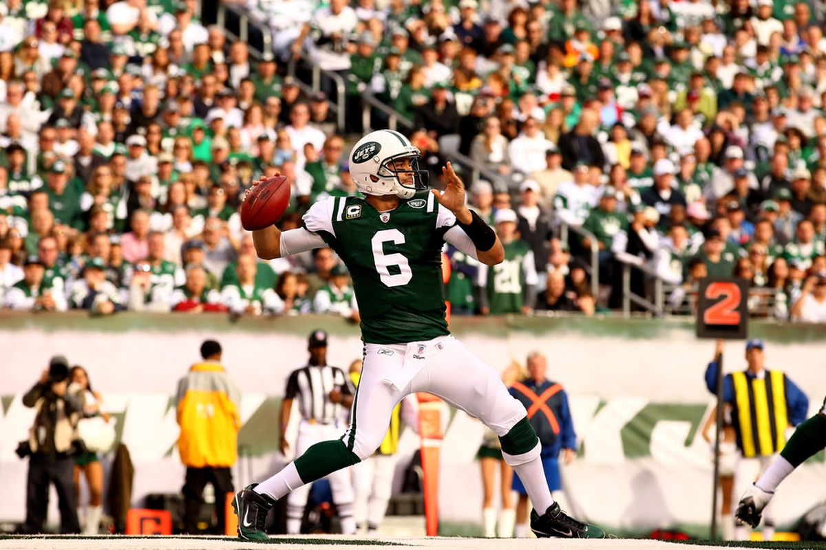 EAST RUTHERFORD, NJ - NOVEMBER 27:   Mark Sanchez #6 of the New York Jets passes against the Buffalo Bills during their pre season game on November 27, 2011 at  MetLife Stadium in East Rutherford, New Jersey.  (Photo by Al Bello/Getty Images)