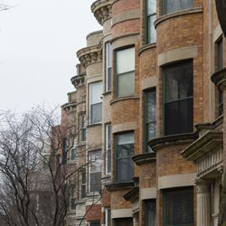 Row of apartments in Uptown. | Tyler LaRiviere/Sun-Times