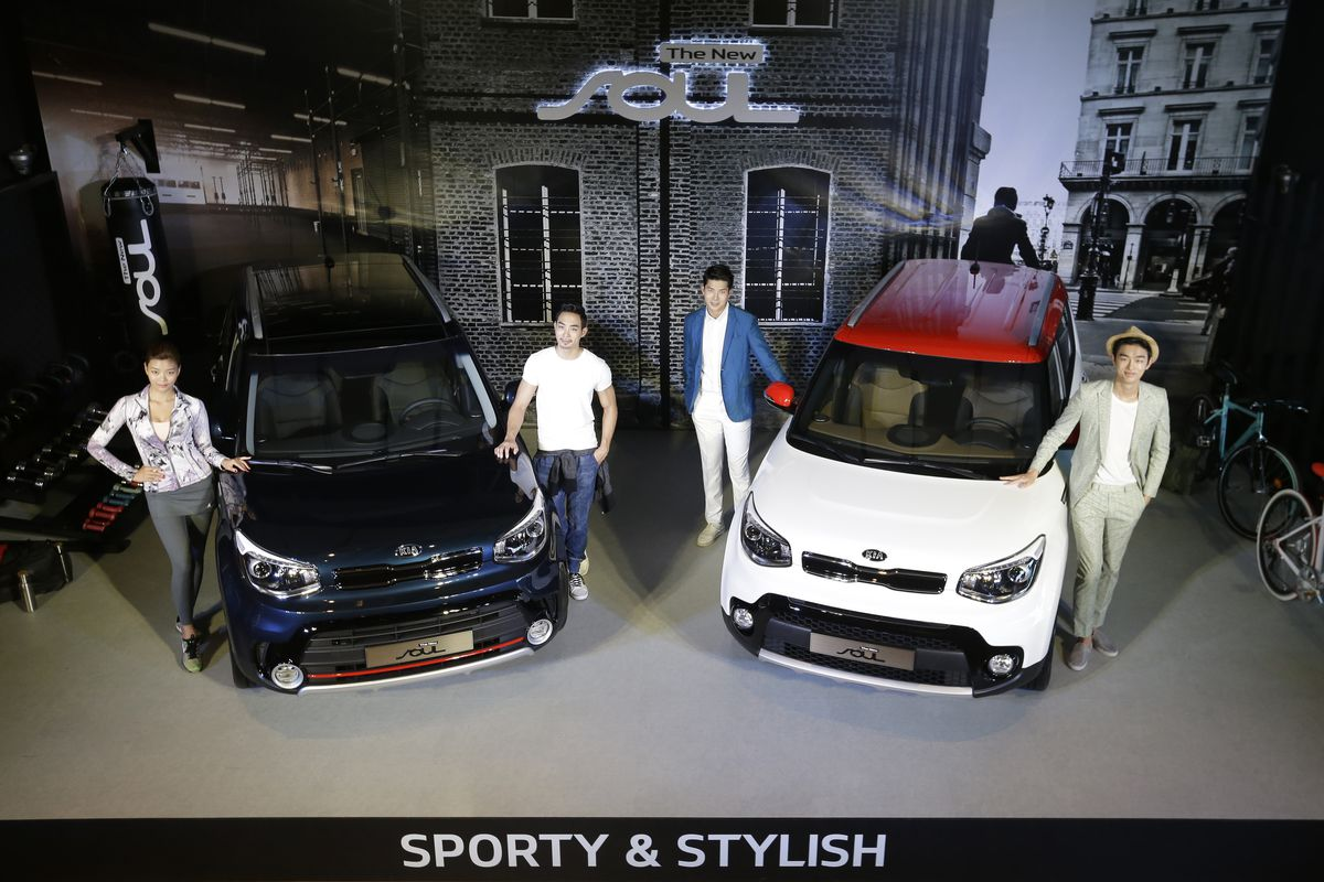 """Models pose with Kia Motors' """"The New Soul"""" during the unveiling ceremony in Seoul, South Korea, Monday, Aug. 22, 2016. The price of The New Soul equipped with a 1.6-liter gasoline engine is 17.5 million won (US$ 15,681) to 21.45 million won (US$ 19,220)"""