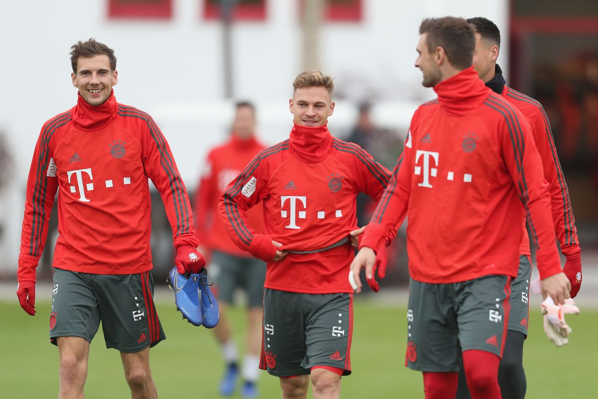 MUNICH, GERMANY - NOVEMBER 01: Leon Goretzka, Joshua Kimmich, goalkeeper Sven Ulreich and Sandro Wagner (L-R) of FC Bayern Muenchen arrive for a training session at the club's Saebener Strasse training ground on November 1, 2018 in Munich, Germany.