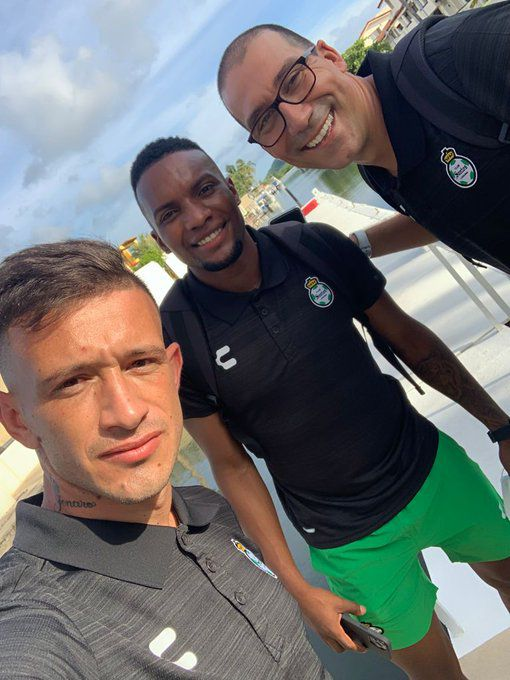 Gonzalo Rodríguez (right) has helped with the rehabilitation of Brian Lozano (left), Juan Ferney Otero (center), and other Santos Laguna players.
