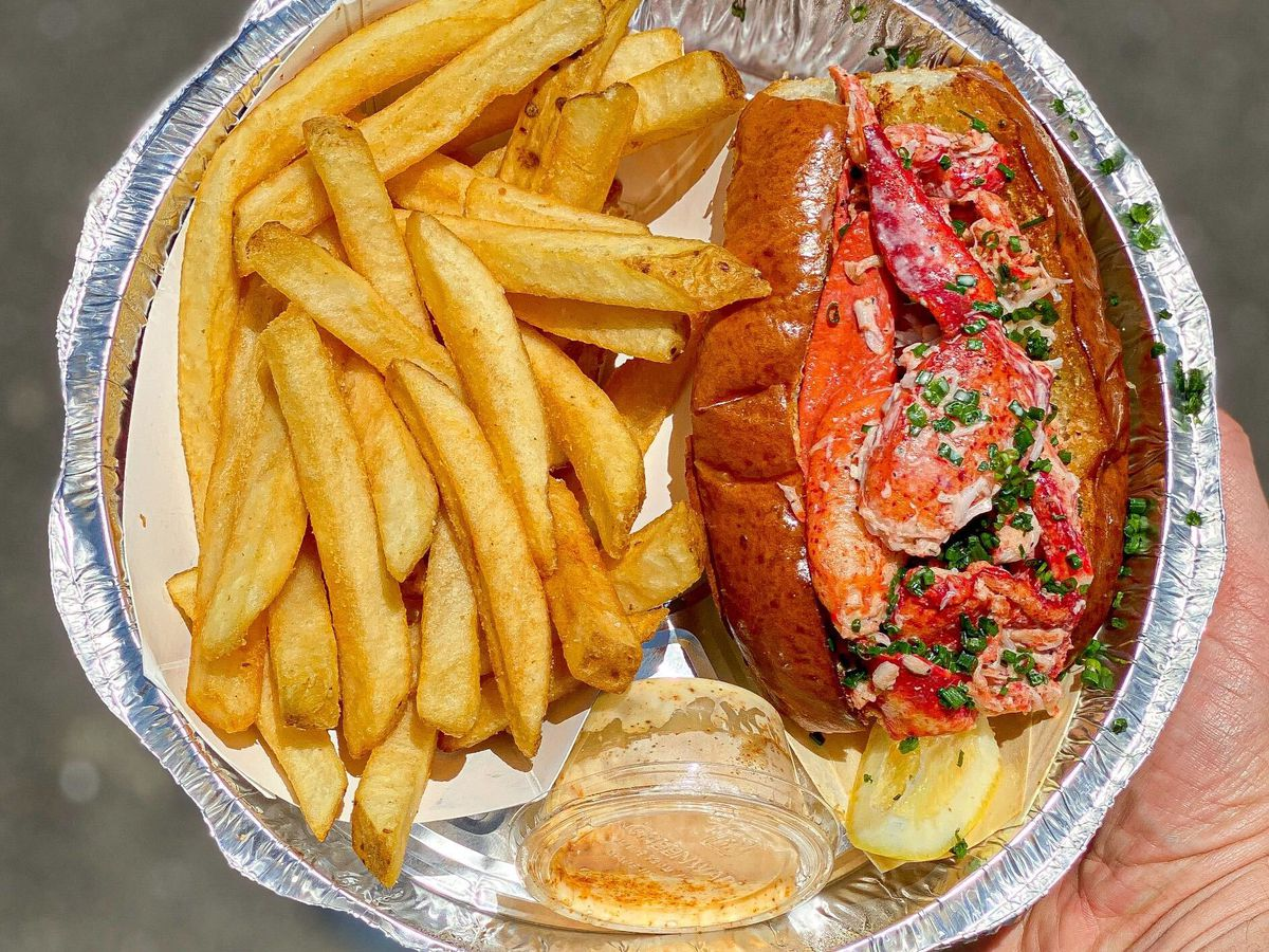 Lobster roll from Broad Street Oyster Co.