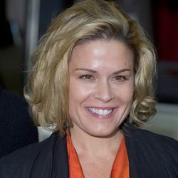 """<a href=""""http://eater.com/archives/2012/07/10/iron-chef-cat-cora-cited-for-dui-after-rearending-a-car.php"""">Iron Chef Cat Cora Cited For DUI After Car Accident</a>"""