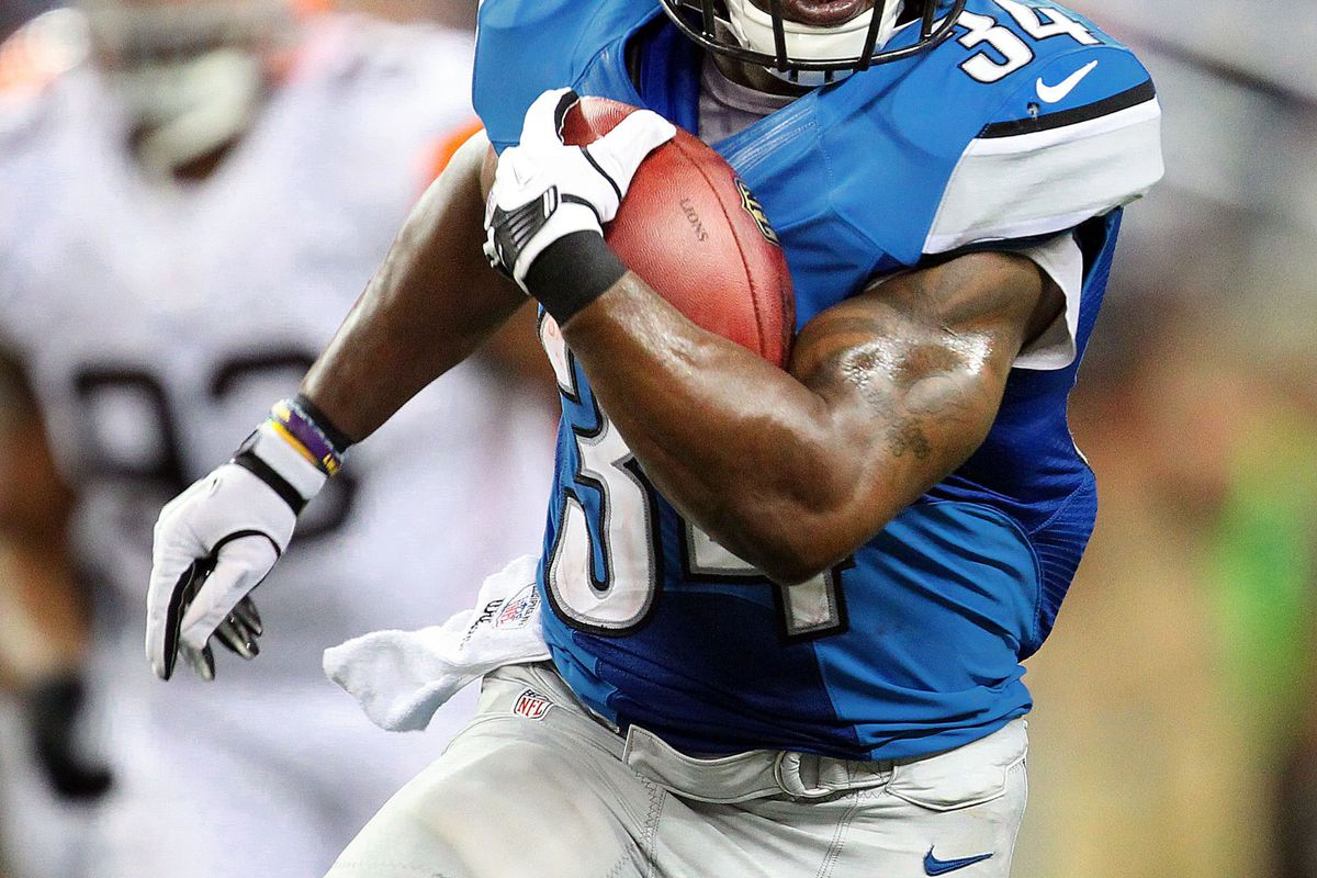 Keiland Williams (34) runs for a first down during the first half between the Detroit Lions and the Cleveland Browns.