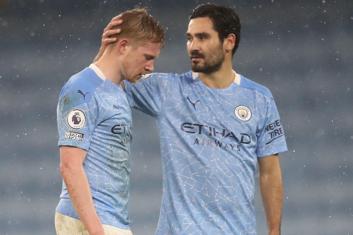 Kevin De Bruyne (L) chats to German midfielder Ilkay Gundogan - Manchester City - English Premier League