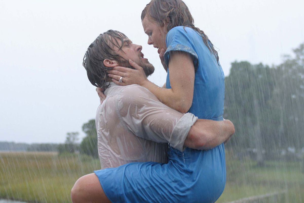 """<a href=""""http://www.eonline.com/news/504112/best-kisses-from-nicholas-sparks-movies-the-notebook-dear-john-the-lucky-one-more"""">EOnline.com</a>"""