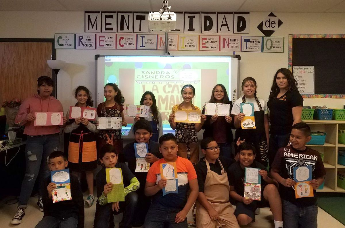 Bilingual teacher Lourdes Sierra with her sixth-grade class at Vado Elementary School in New Mexico.