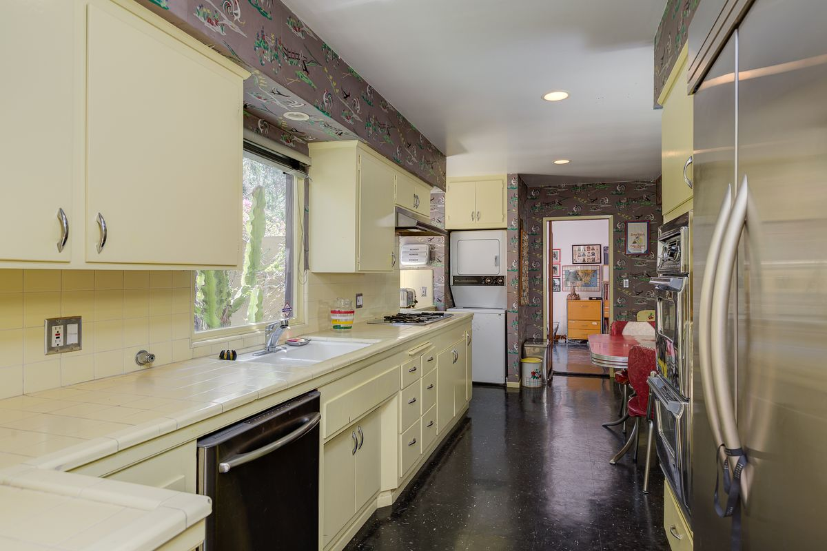 View around kitchen
