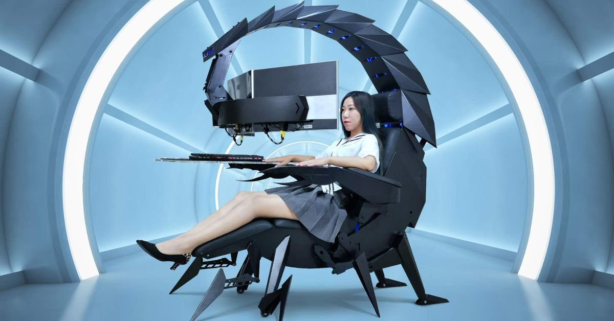 nothing-says-'all-set-to-video-game'-quite-like-being-cocooned-in-a-giant-scorpion-cockpit