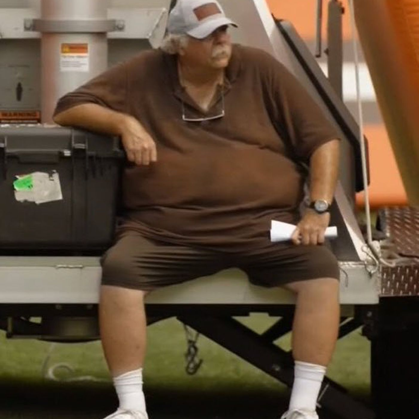 61881f59 Browns OL coach Bob Wylie is weird, wonderful and he's our new dad ...