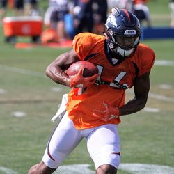 Broncos rookie WR Courtland Sutton turns up field with the ball.