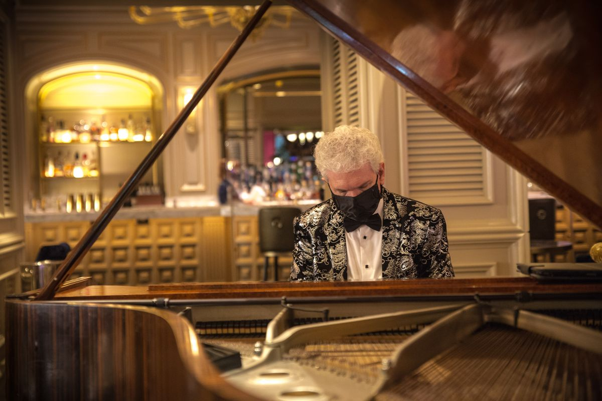 The piano entertainment returned to Petrossian Bar at the Bellagio