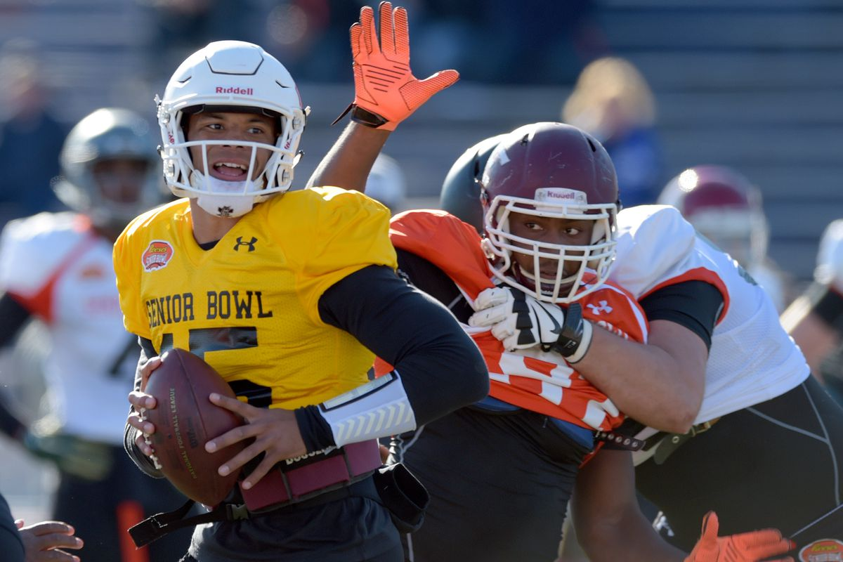 Noah Spence rushes the passer during a Senior Bowl practice