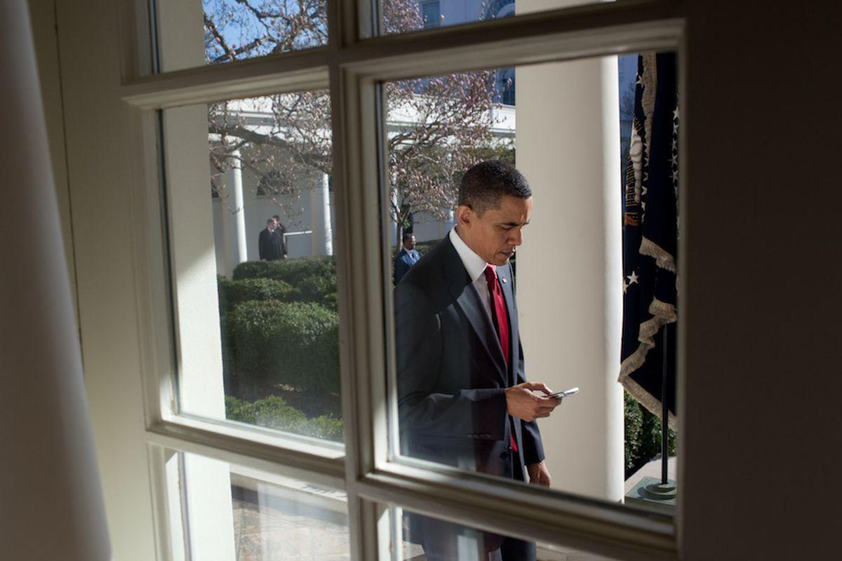 Obama Blackberry stock 1020 white house flickr pete souza
