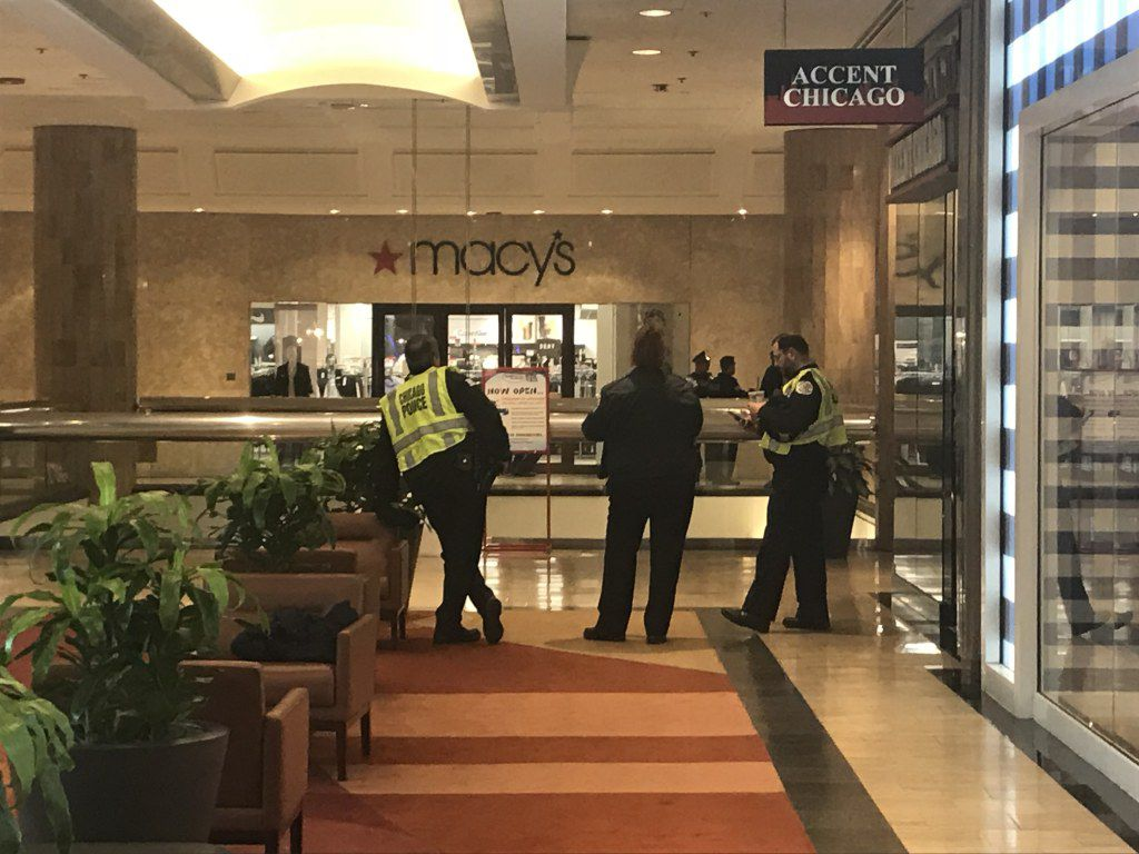 Police closed down a section of the 7th floor of Water Tower Place, where the shots reportedly had been fired. Tyler LaRiviere/Sun-Times