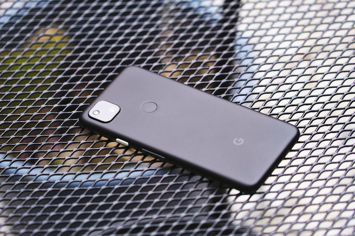 Google Pixel 4A terbuat dari plastik.