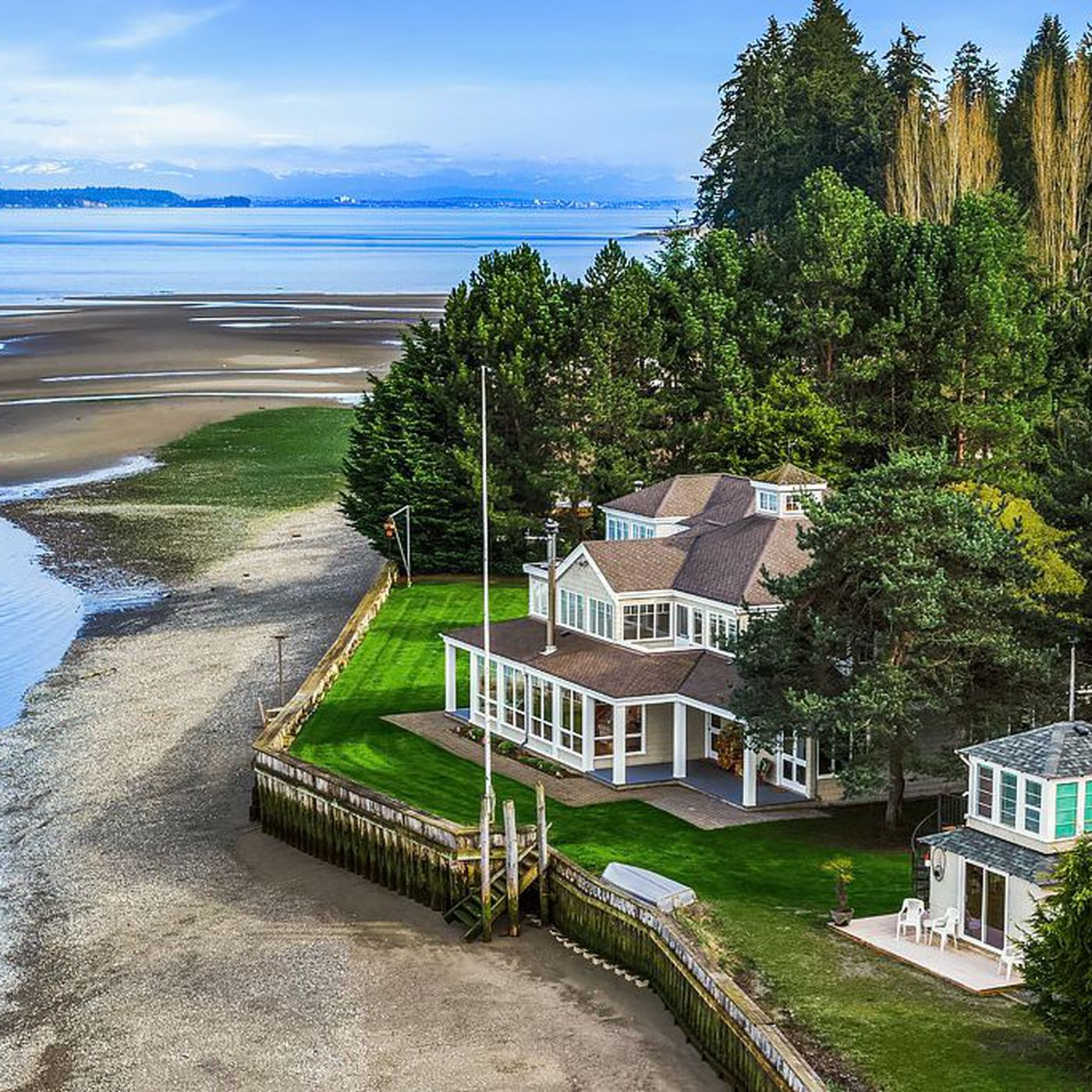 A historic waterfront estate in Camano Island for self