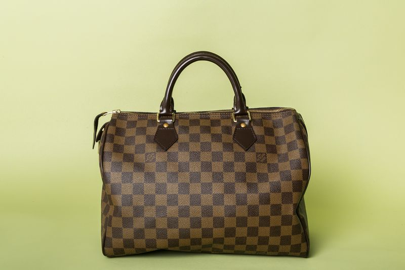 Experts Guide To Buying An Authentic Louis Vuitton Handbag >> Here S How To Spot The Difference Between Real And Fake Designer