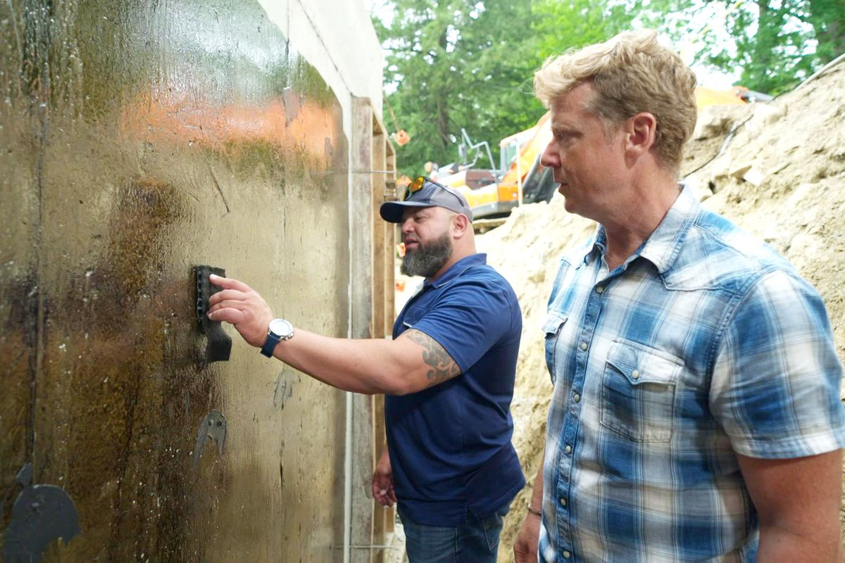 S43 E4, Kevin O'Connor and contractor at the foundation