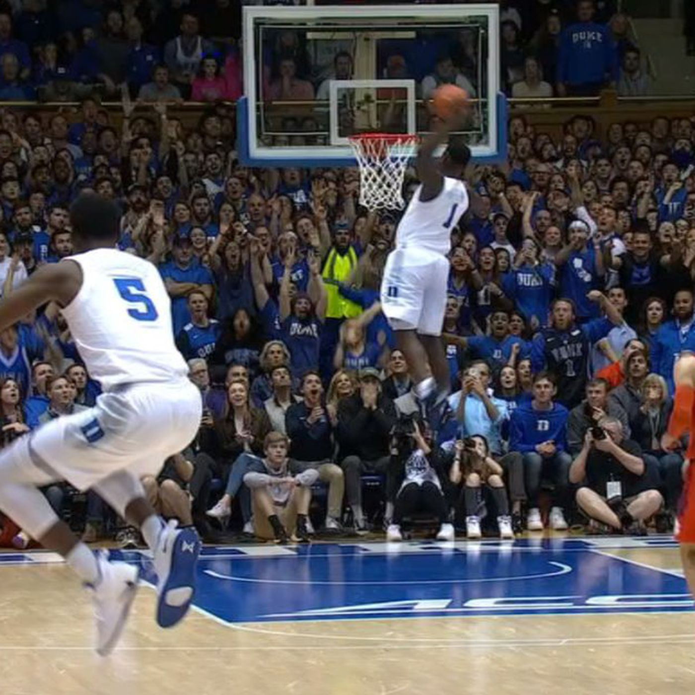 Zion Williamson S Incredible 360 Dunk Brought Out The Best Reaction