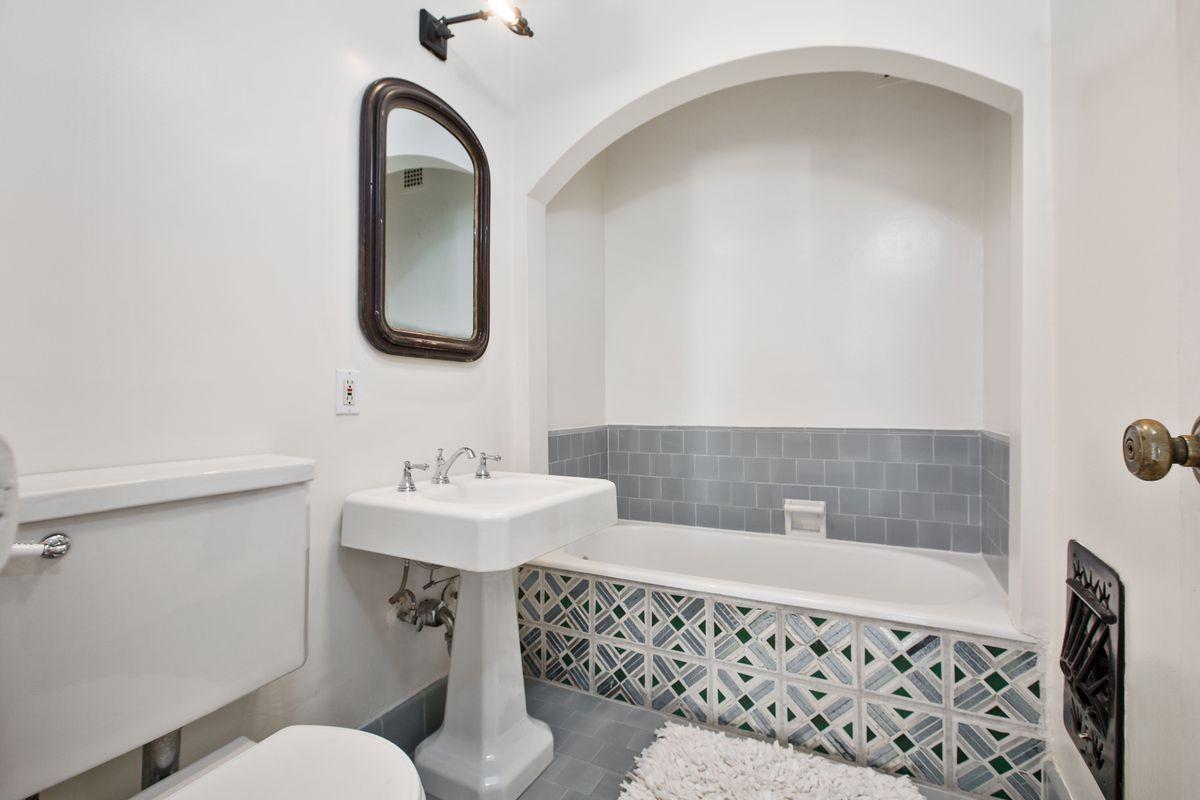 Bathroom with tile tub