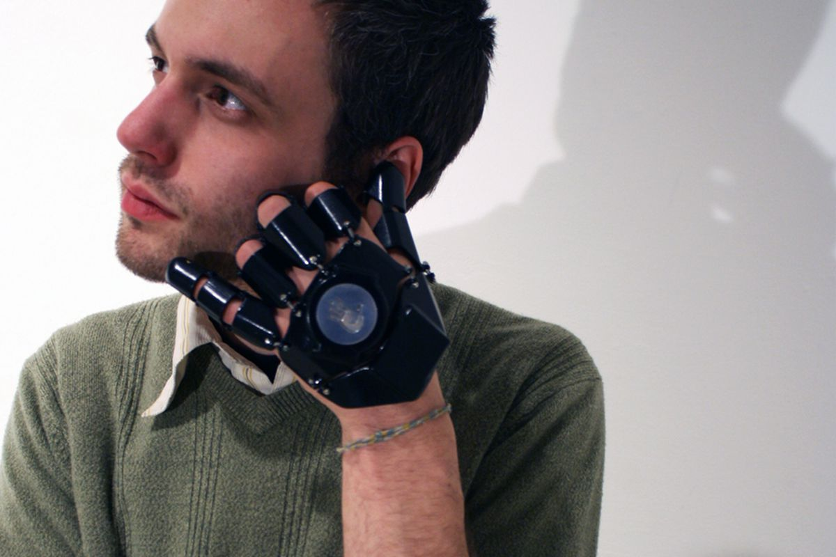 Glove One: the 3D-printed gauntlet of cellphones - The Verge