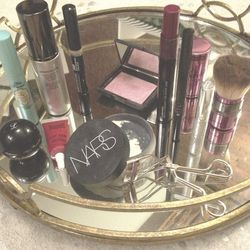 I went to town with a full face of makeup: <b>Hourglass</b> Immaculate Foundation (it goes on really matte, which I love), <b>Make Up For Ever</b> Invisible Cover Concealer, <b>NARS</b> Blush in New Order, <b>M.A.C.</b> Haute & Naughty Mascara, <b>Cliniqu
