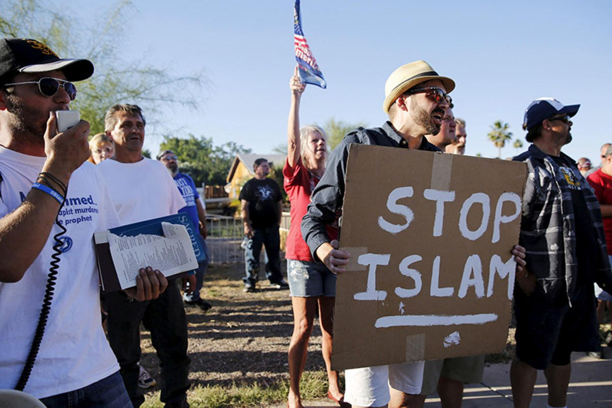 """Demonstrators shout during a """"Freedom of Speech Rally Round II"""" outside the Islamic Community Center in Phoenix, Arizona, on May 29, 2015."""