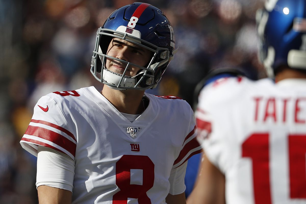 New York Giants quarterback Daniel Jones reacts after throwing a touchdown pass against the Washington Redskins in the first quarter at FedExField.