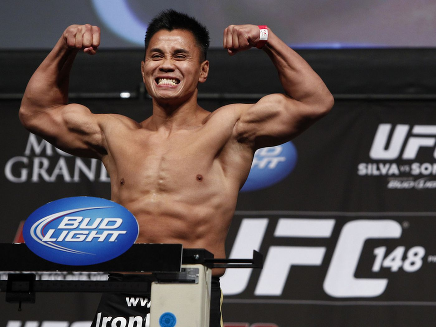 Ufc 148 Results Cung Le Wins Decision Over Patrick Cote Mmamaniacom