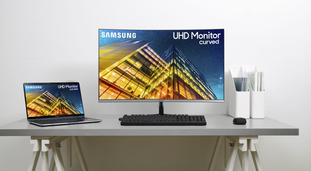 Samsung's curved 49-inch gaming monitor now comes in QHD