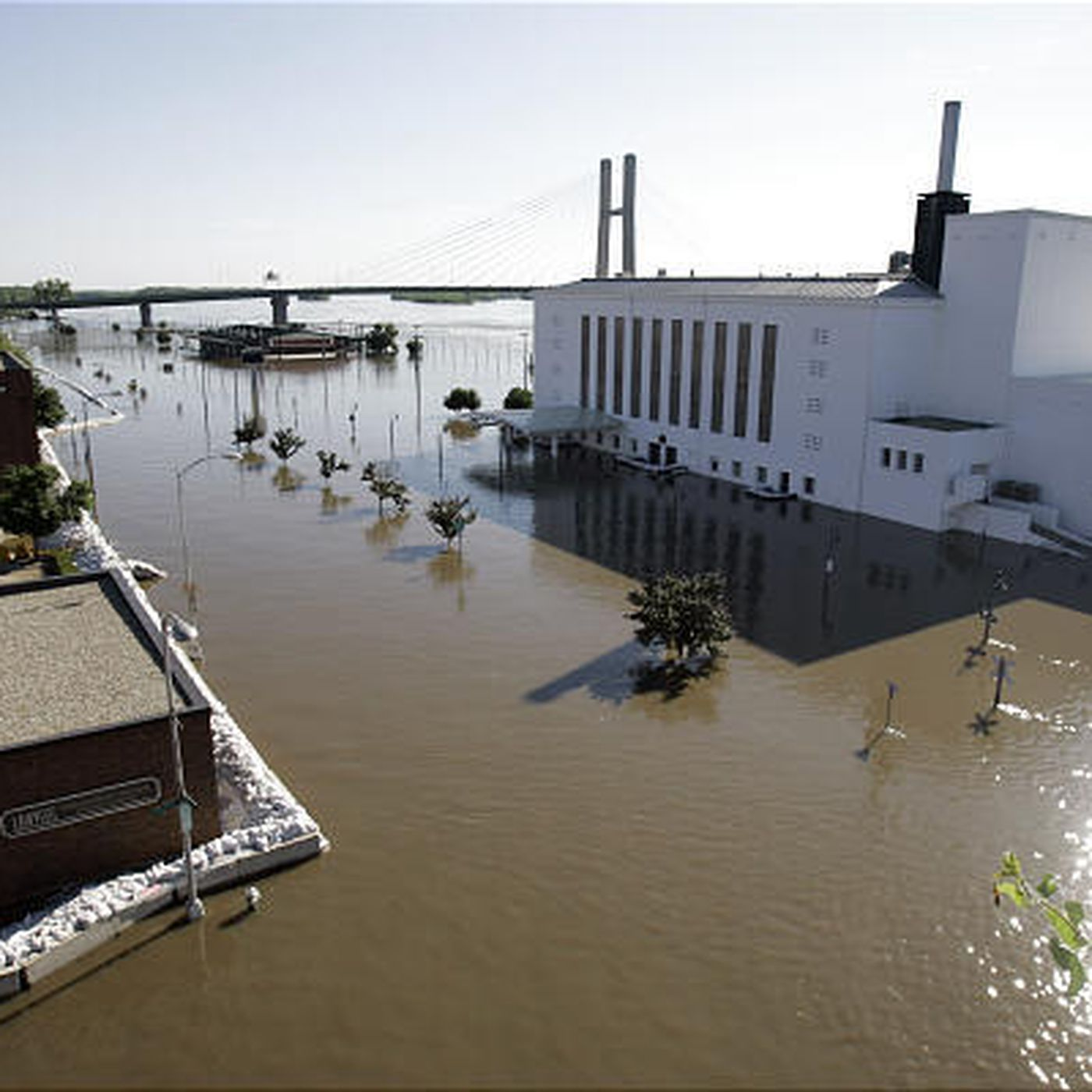 Mississippi River breaks through Illinois levee - Deseret News